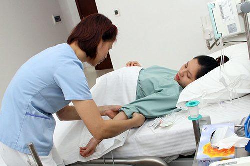 Điều dưỡng viên hộ sinh cần phải có kỹ năng chuyên môn tốt